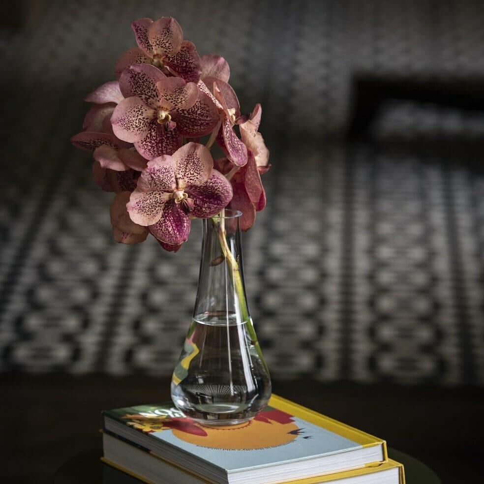 Bloom Flower Delivery | Clear Glass Stem Vase