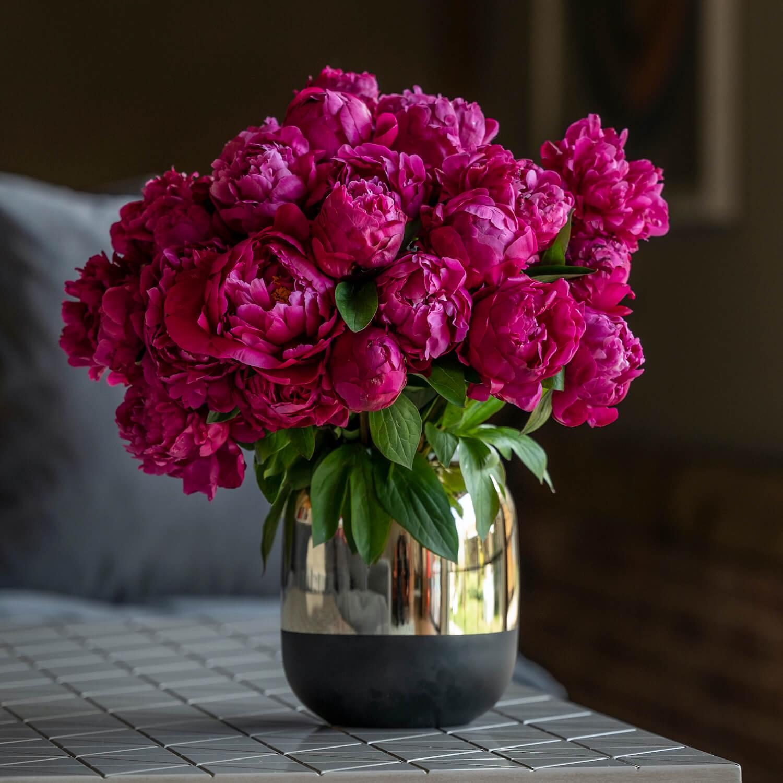 bloom - Gold Mirror & Black Glass Vase
